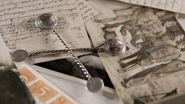 Opa Blitz en de zilveren theelepeltjes